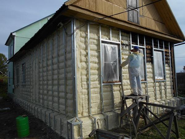 Утепление деревянного дома при помощи пенополиуретана 3