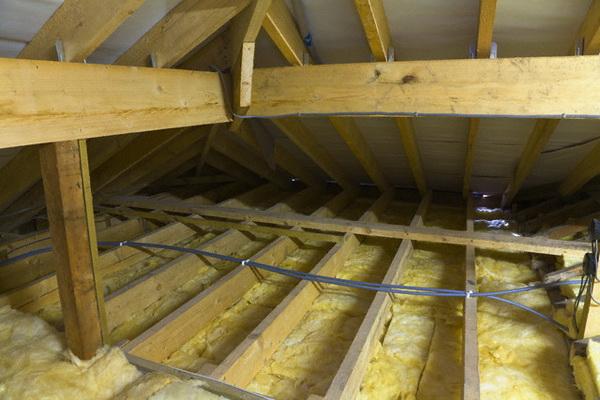 Как утеплять потолок в деревянном доме 3