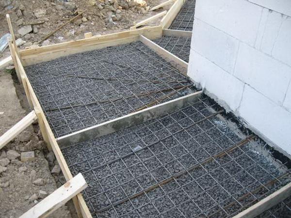 Бетонная отмостка вокруг дома - фото и характеристика бетонной отмостки с утеплением 2