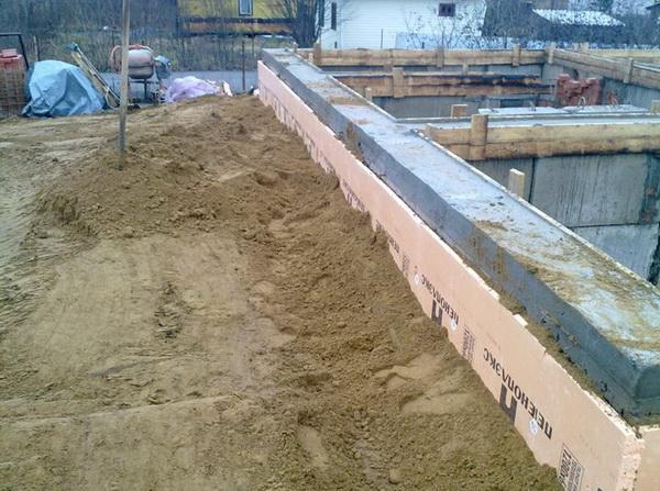 Бетонная отмостка вокруг дома - фото и характеристика бетонной отмостки с утеплением 4