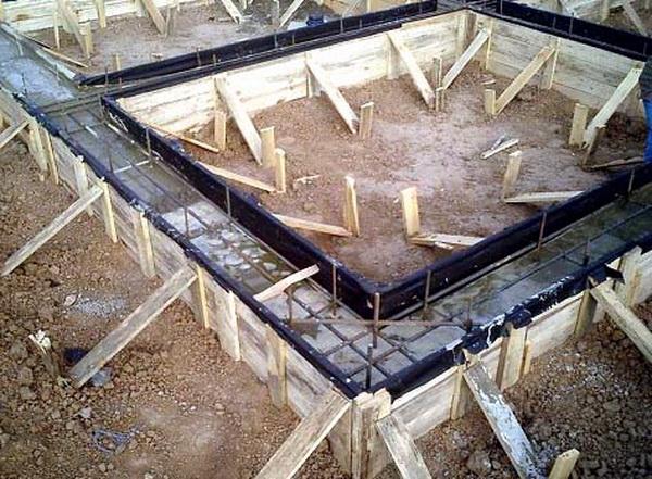 Фундамент под гараж своими руками - какие глубина, песок, щебень, раствор 3