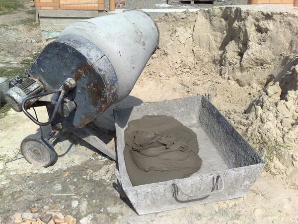 Сколько стоит миксер бетона - заказать миксер или мешать вручную? 3