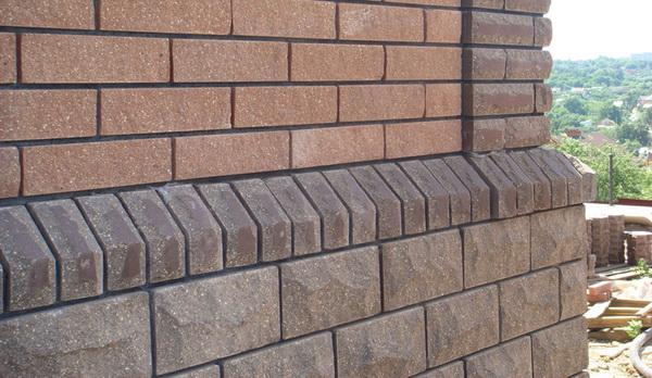 Чем облицевать цоколь дома - природный камень для облицовки цоколя жилья 3