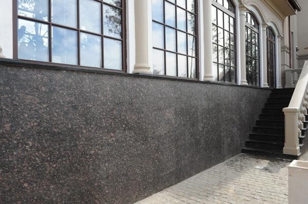 Чем облицевать цоколь дома - природный камень для облицовки цоколя жилья 4