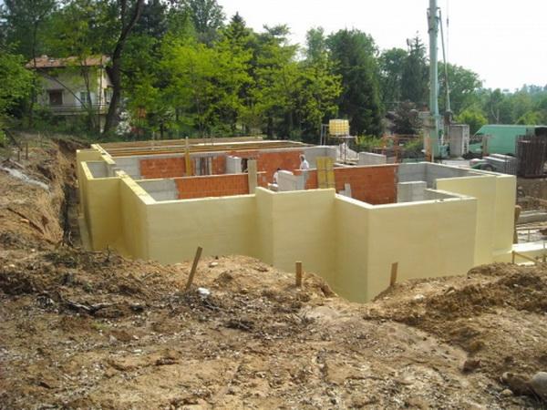 Утепление фундамента деревянного дома снаружи экструдированным пенополистиролом 3