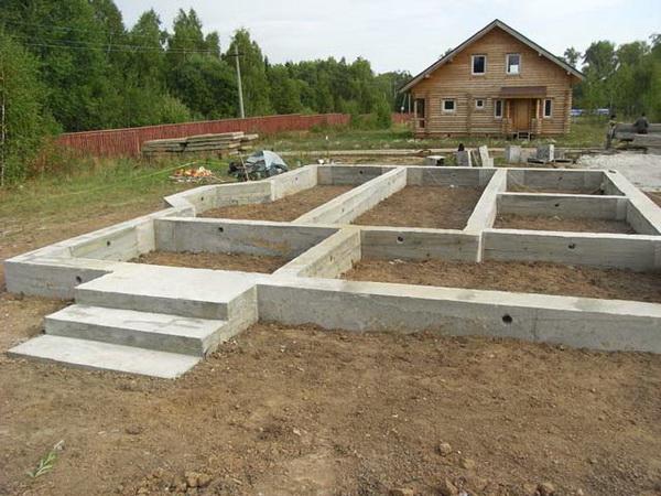 Как делать фундамент под дом, можно ли заливать фундамент частями и с временными промежутками 2