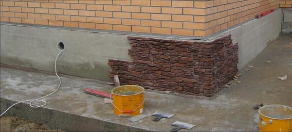 Варианты отделки фундамента дома под камень 2