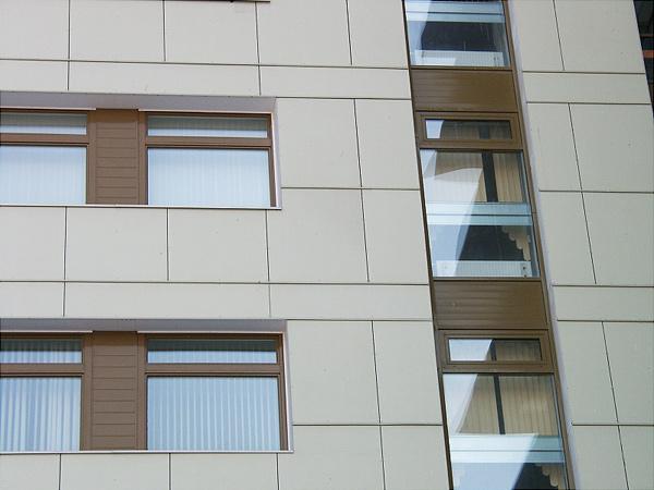 Виды и применение фиброцементных плит для фасадов частных домов 3