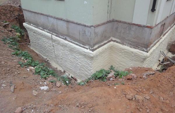 Утпеление фасада и фундамента коттеджа пенополиуретаном 4