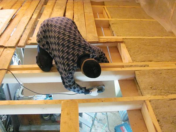 Как утеплять потолок в деревянном доме 2