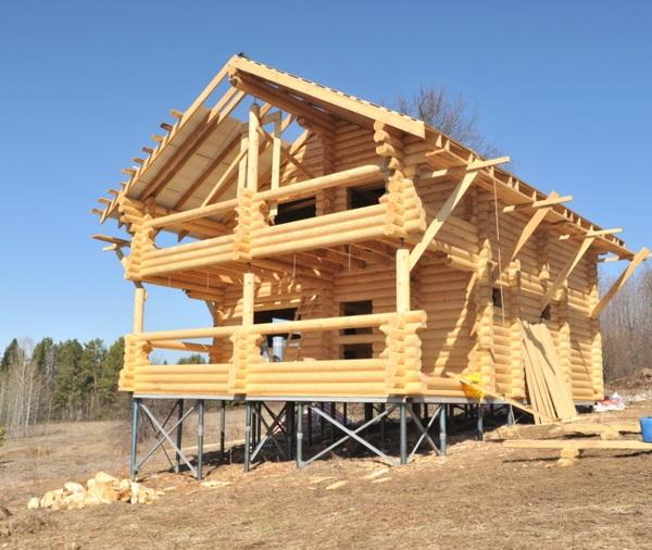 Частный дом на сваях своими руками - расстояние между сваями фундамента, утепление, отделка 3