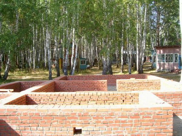 Фундамент своими руками - пошаговая инструкция изготовления из кирпича 2