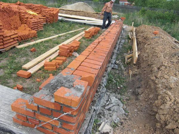 Фундамент своими руками - пошаговая инструкция изготовления из кирпича 3