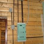 Наружная проводка в деревянном доме - правила и прокладка проводки 1