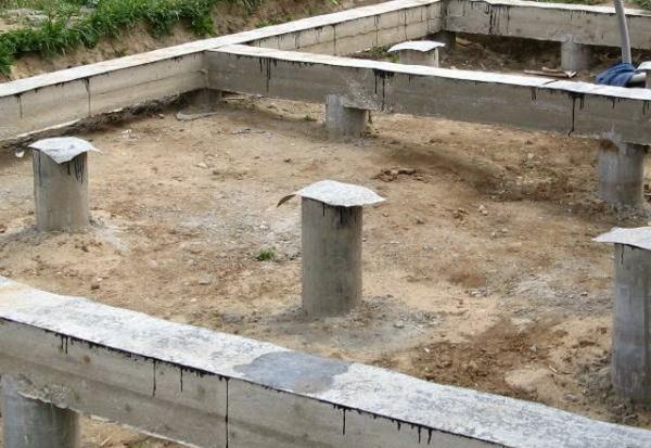Висячий ростверк - фото ростверка на винтовых сваях и столбчатом фундаменте 4
