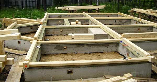 Дом из бруса своими руками от фундамента до крыши