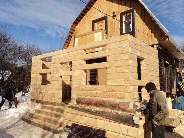 Как пристроить комнату к деревянному дому своими